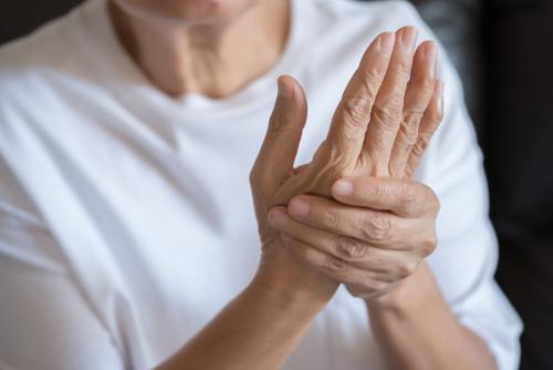 femme souffrant d arthrose