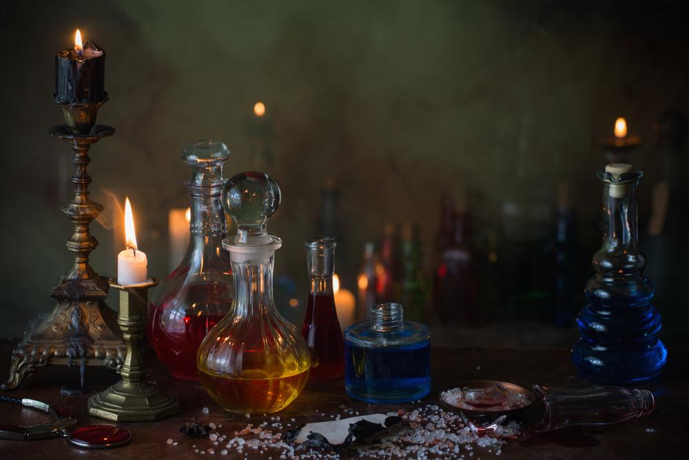 elixirs et potions sur une table